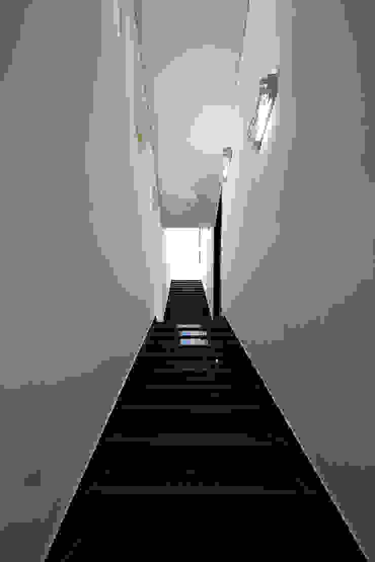 스마트건축사사무소 Modern corridor, hallway & stairs