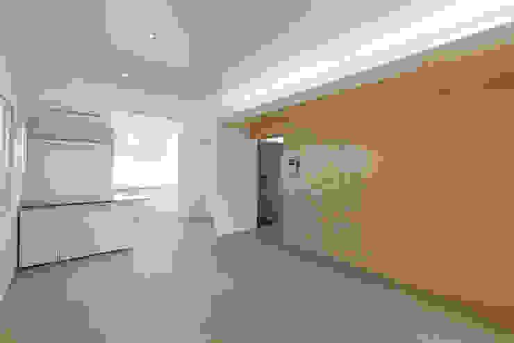 루버하우스 모던스타일 거실 by 스마트건축사사무소 모던