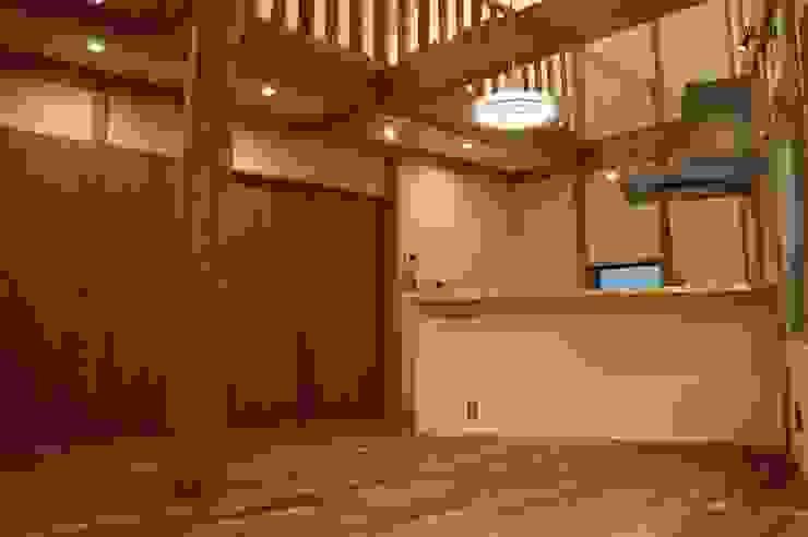 緑区の家 カントリーデザインの リビング の 波多周建築設計 カントリー