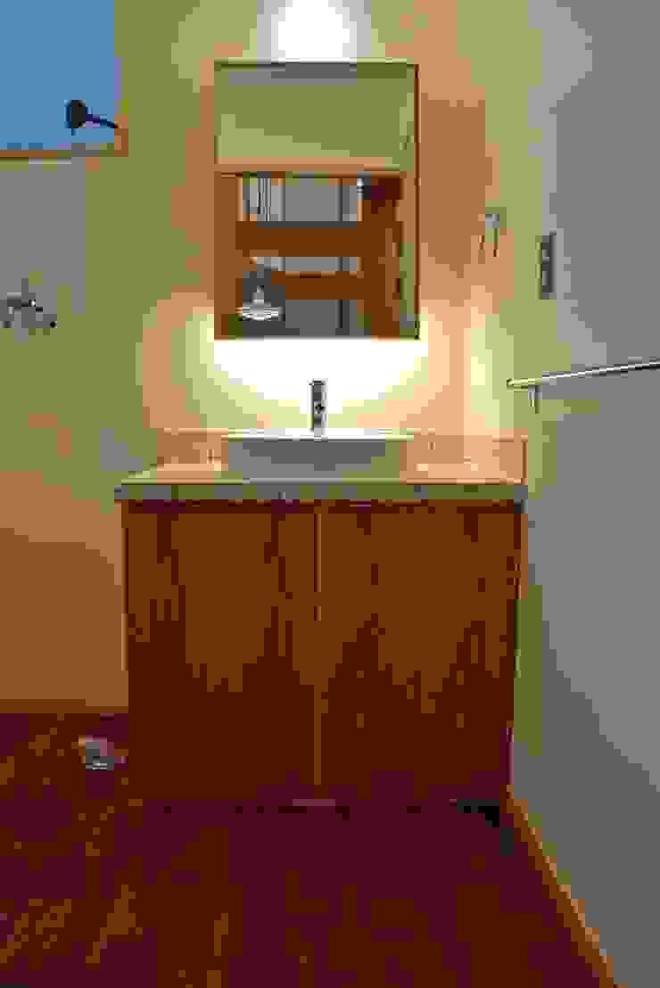 緑区の家 カントリースタイルの お風呂・バスルーム の 波多周建築設計 カントリー