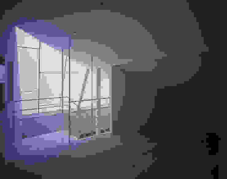 House in Otsu モダンスタイルの寝室 の Junya Toda Architect & Associates モダン