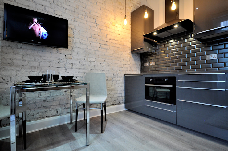 Apartments in Oakley Square, London Pergo Modern kitchen