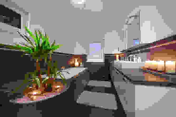 ELK Kundenhaus Moderne Badezimmer von ELK Fertighaus GmbH Modern