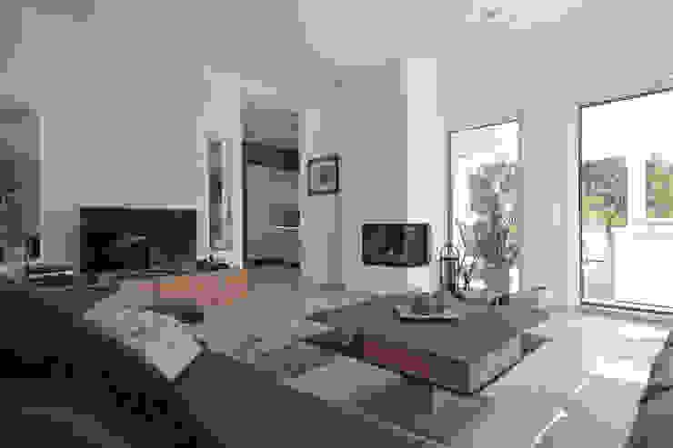 ELK Kundenhaus Moderne Wohnzimmer von ELK Fertighaus GmbH Modern