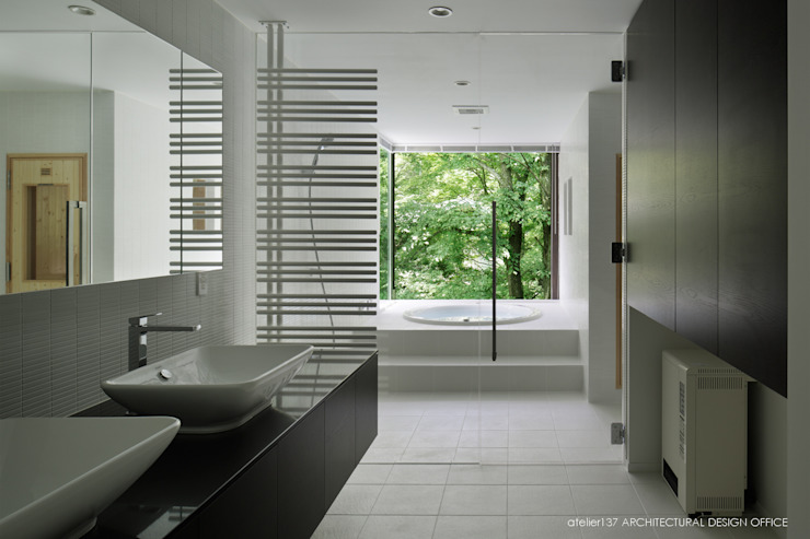 atelier137 ARCHITECTURAL DESIGN OFFICE Modern Bathroom Tiles White