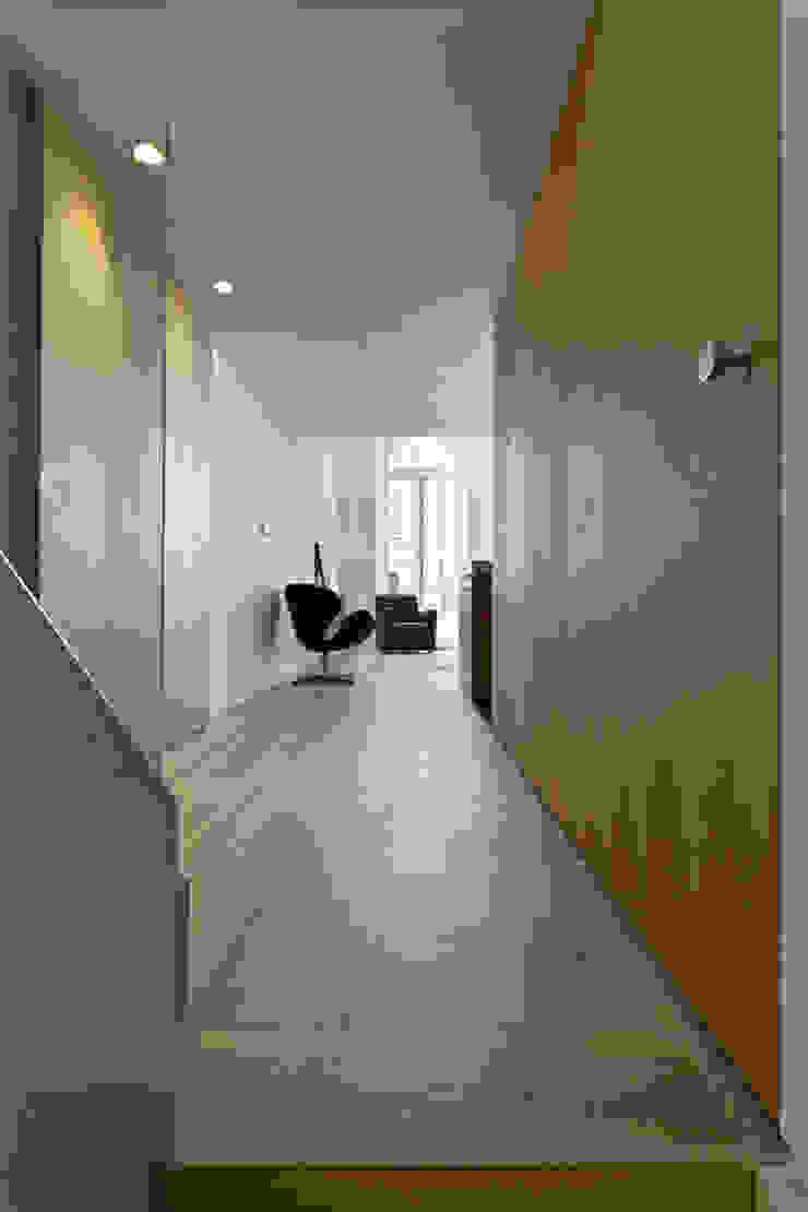 De Vere Gardens Couloir, entrée, escaliers modernes par Viewport Studio Moderne
