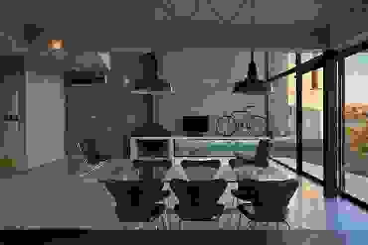 Modern dining room by Ruben Valdemarin Arquitecto Modern