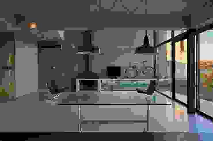 Salones de estilo  de Ruben Valdemarin Arquitecto, Moderno
