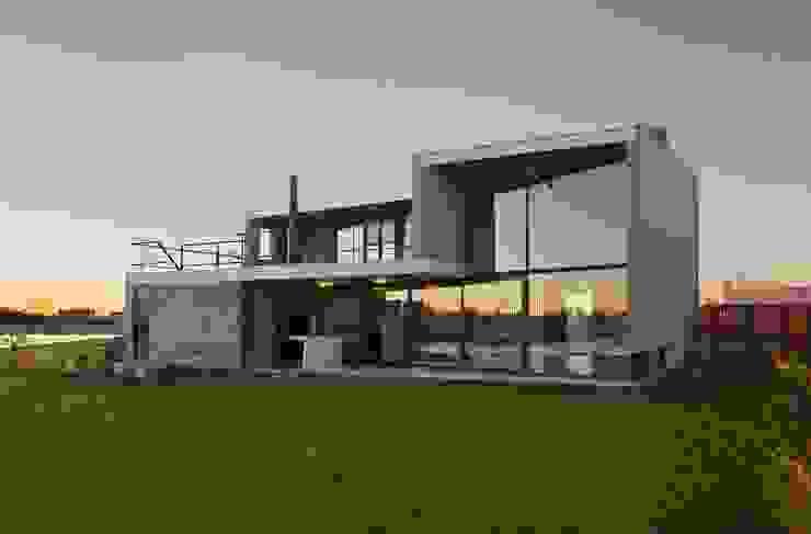 Casa en San Marco Casas modernas: Ideas, imágenes y decoración de Ruben Valdemarin Arquitecto Moderno