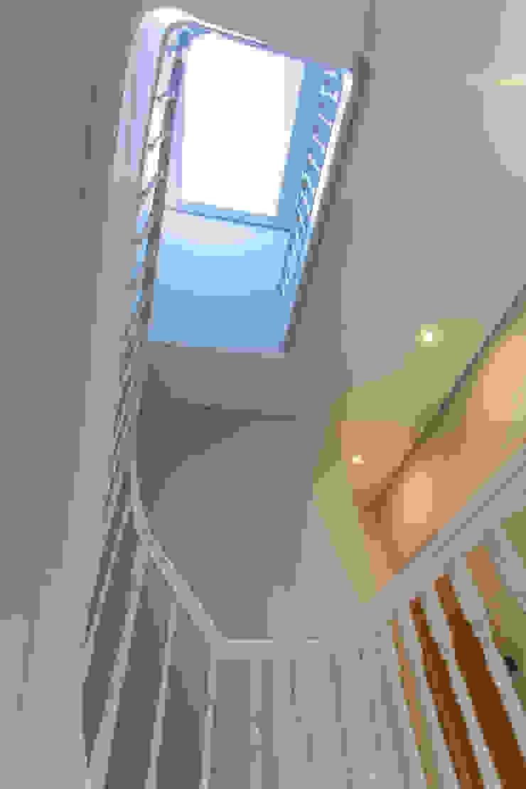 AReA 7 – Arquitectos Ivo Amaro_ Jorge Machado Corredores, halls e escadas clássicos por AreA7 Clássico