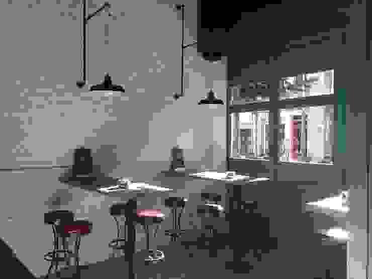 Ladrillo Rústico pintado en blanco Bares y clubs de estilo industrial de Pinturas oliváN Industrial
