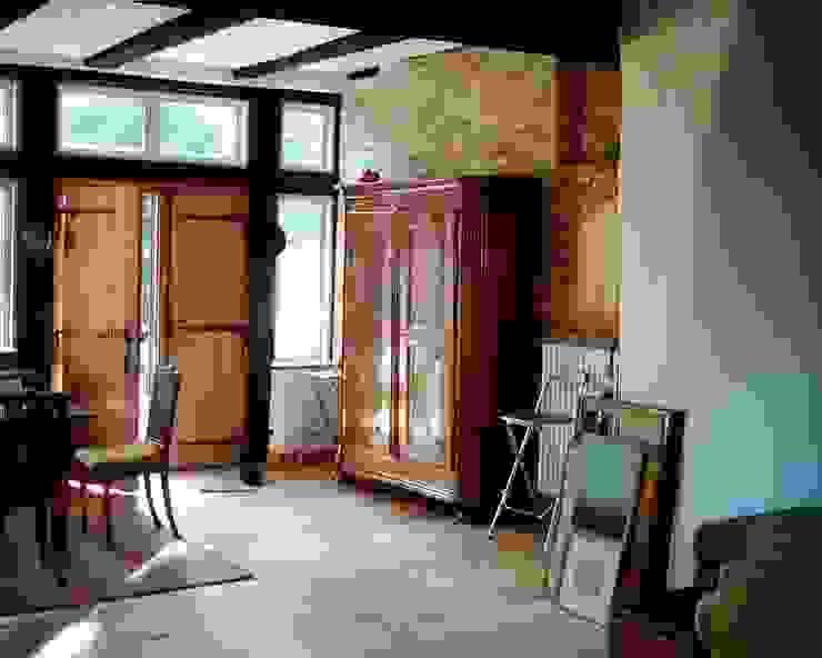 Eingangsbereich einer Wohnung Flur, Diele & Treppenhaus im Landhausstil von v. Bismarck Architekt Landhaus