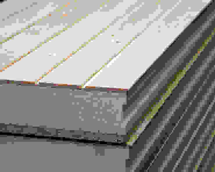 Panel de madera con núcleo aislante y acabado decorativo en madera natural. de panelestudio Clásico