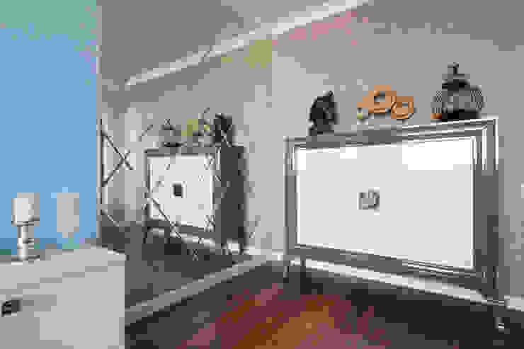 Квартира в Балашихе Гостиные в эклектичном стиле от ДизайновТочкаРу Эклектичный