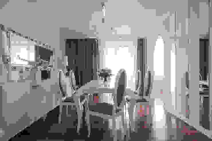 Квартира в Балашихе Столовая комната в эклектичном стиле от ДизайновТочкаРу Эклектичный