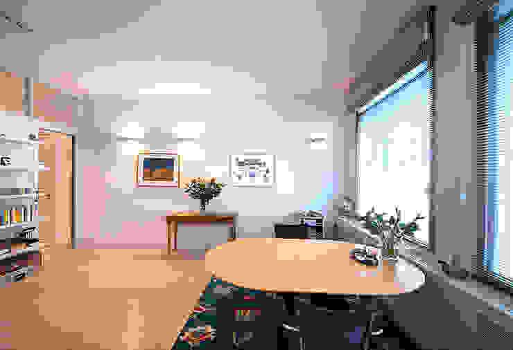 Modern Dining Room by De Werff Architectuur Modern