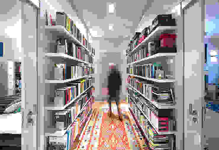 Modern Corridor, Hallway and Staircase by De Werff Architectuur Modern