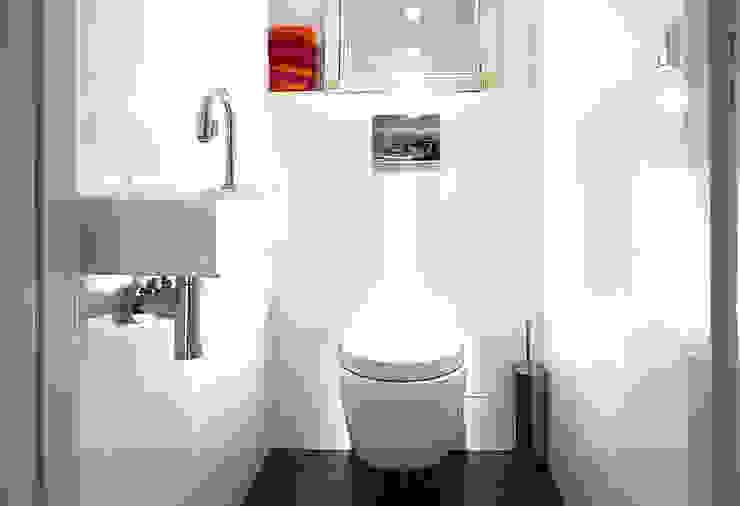 Modern Bathroom by De Werff Architectuur Modern