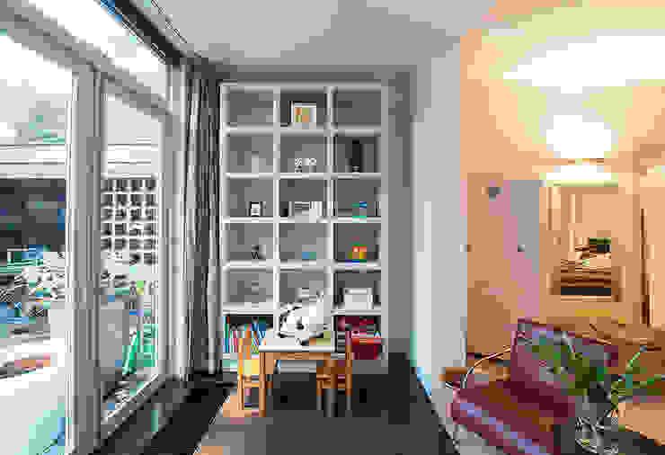 Modern Kid's Room by De Werff Architectuur Modern