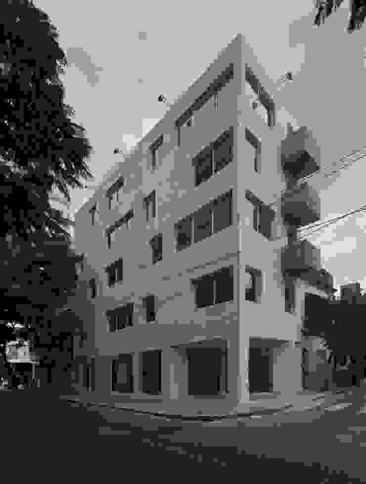 Edificio 9 de Julio Estudios y oficinas modernos de CUMPA Moderno