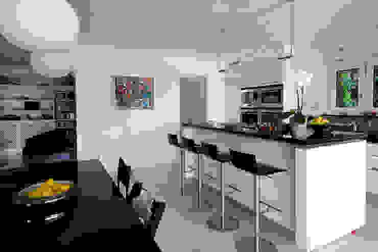 Cocinas modernas: Ideas, imágenes y decoración de DF Design Moderno