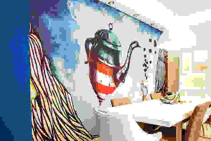 Вход в кухню - столовую Столовая комната в скандинавском стиле от Nika Loiko Design Скандинавский
