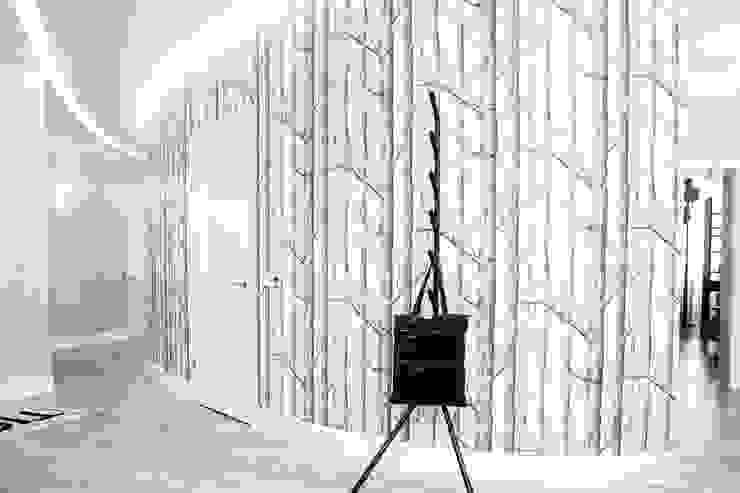 Skandynawski korytarz, przedpokój i schody od Nika Loiko Design Skandynawski