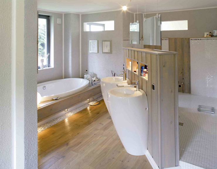 Haacke Haus GmbH Co. KG Modern style bathrooms