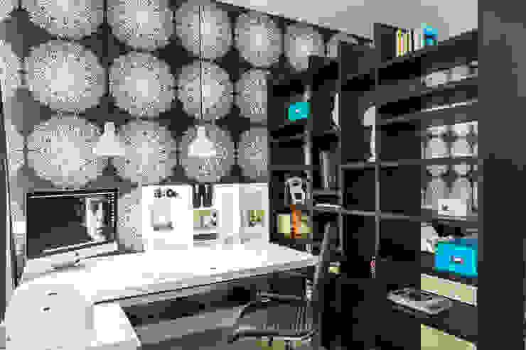 Рабочий стол в кабинете от Nika Loiko Design Скандинавский