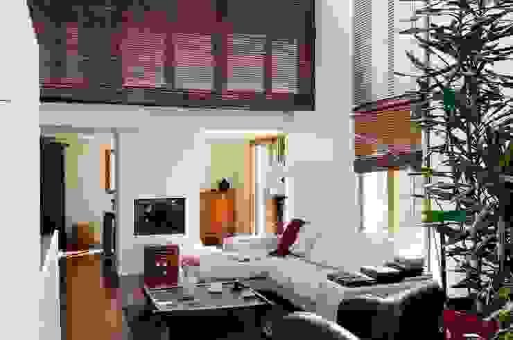Réfection complète d'une maison à Colombes + extension, 170m² Salon moderne par ATELIER FB Moderne