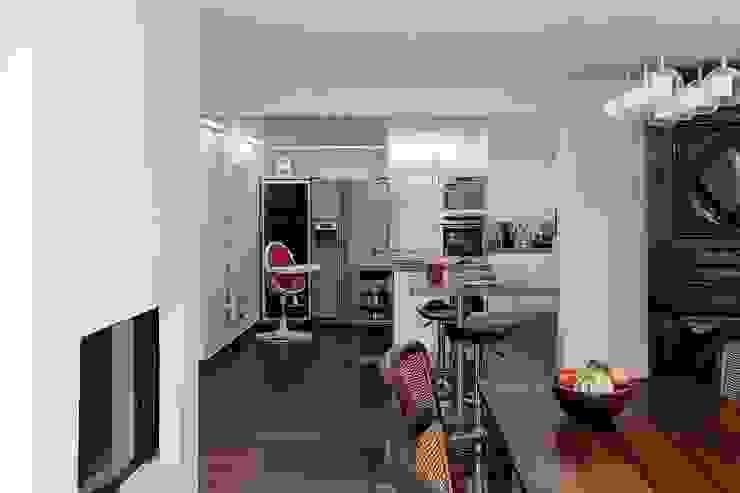現代廚房設計點子、靈感&圖片 根據 ATELIER FB 現代風