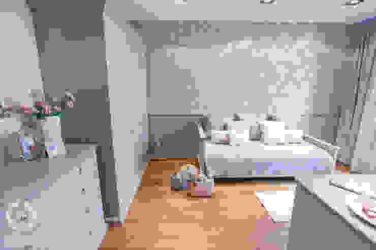 Romantyczny pokój nastolatki Klasyczny pokój dziecięcy od Chałupko Design Klasyczny