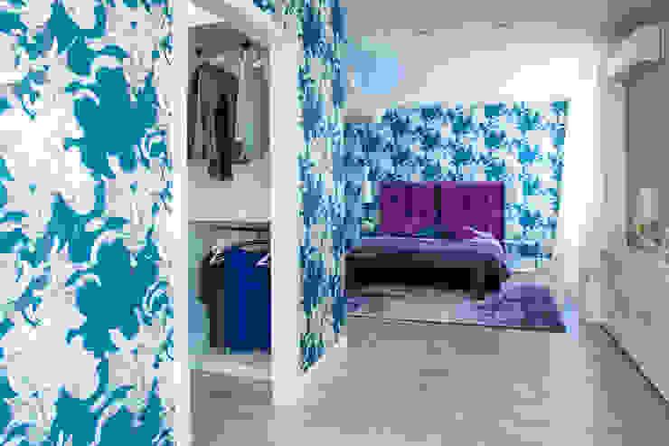 гардеробная в спальне Гардеробная в скандинавском стиле от Nika Loiko Design Скандинавский