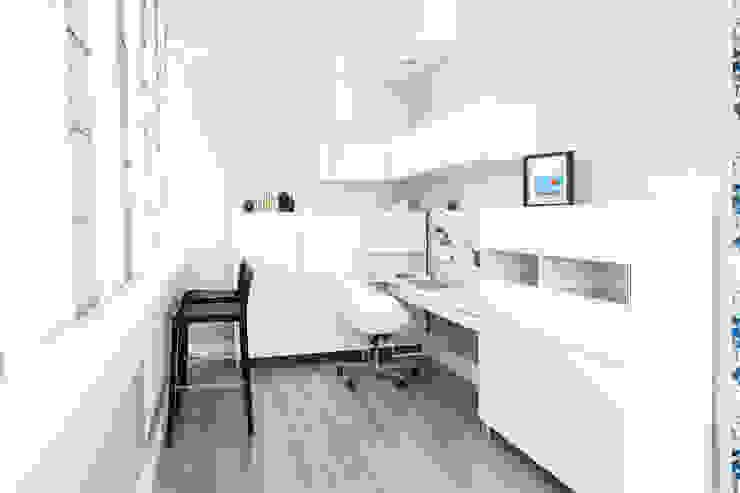 Кабинет - будуар, на лоджии в спальне Рабочий кабинет в скандинавском стиле от Nika Loiko Design Скандинавский