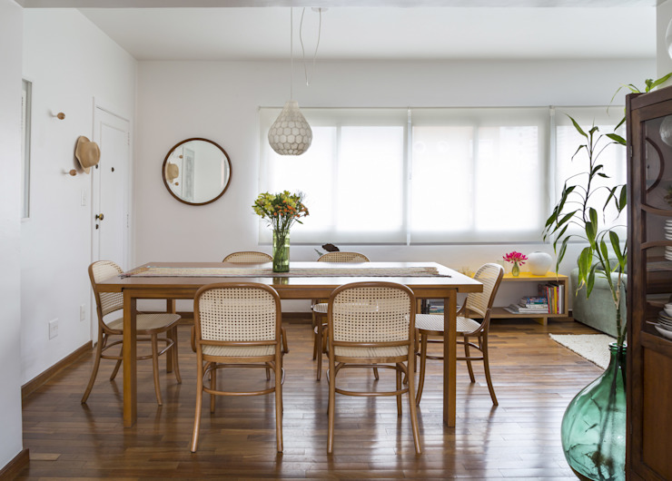 Modern Dining Room by Lucia Manzano Modern