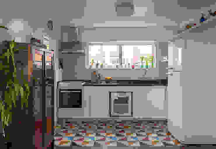 Modern Kitchen by Lucia Manzano Modern