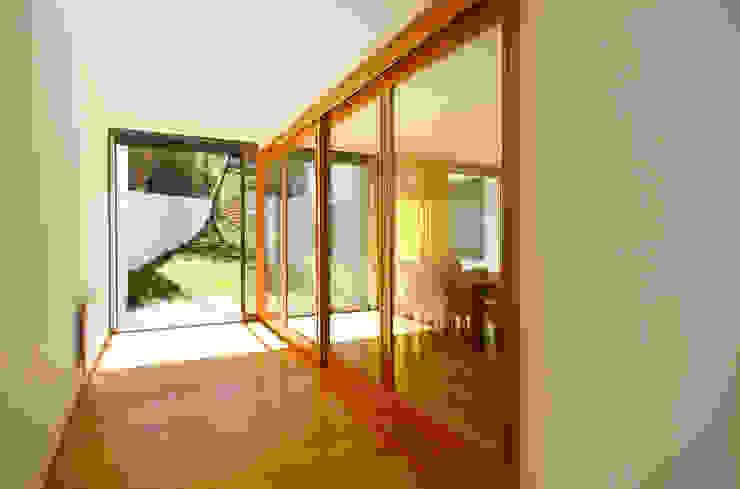 Casa Almalaguês Salas de jantar modernas por António Carvalho - Arquitectura e Urbanismo, Lda. Moderno