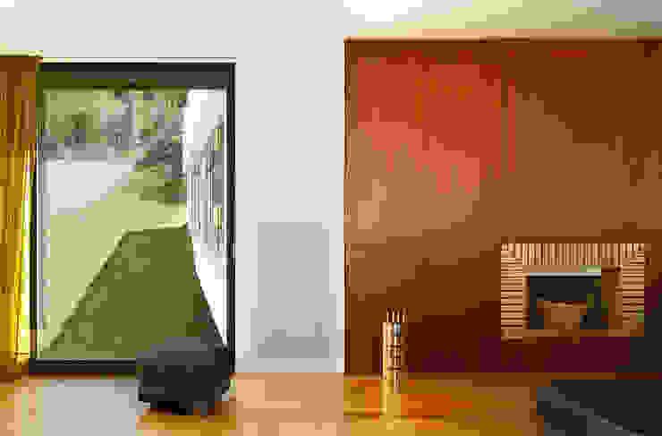 Casa Almalaguês Salas de estar modernas por António Carvalho - Arquitectura e Urbanismo, Lda. Moderno