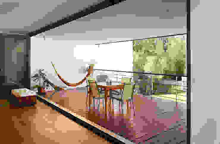 Casa Almalaguês Varandas, marquises e terraços modernos por António Carvalho - Arquitectura e Urbanismo, Lda. Moderno