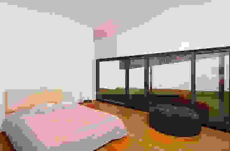 Casa Almalaguês Quartos modernos por António Carvalho - Arquitectura e Urbanismo, Lda. Moderno