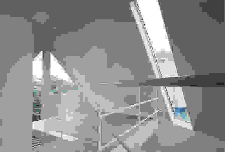 書斎 モダンデザインの 多目的室 の 一級建築士事務所 バサロ計画 モダン