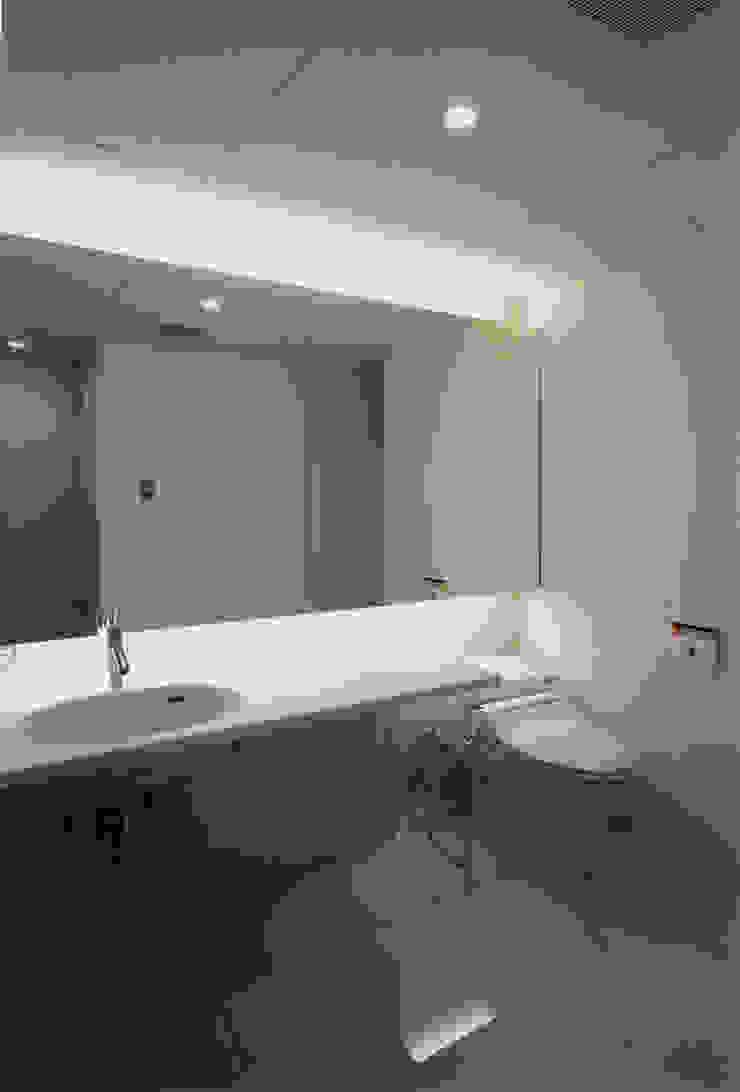 洗面/脱衣/トイレ モダンスタイルの お風呂 の 一級建築士事務所 バサロ計画 モダン