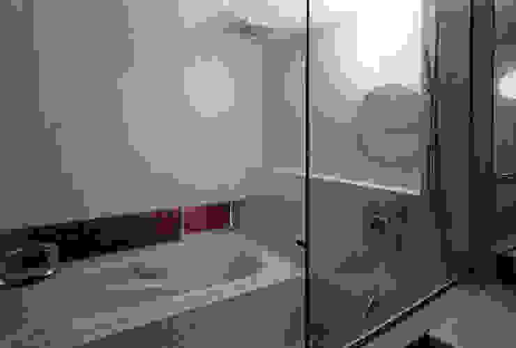 浴室 モダンスタイルの お風呂 の 一級建築士事務所 バサロ計画 モダン