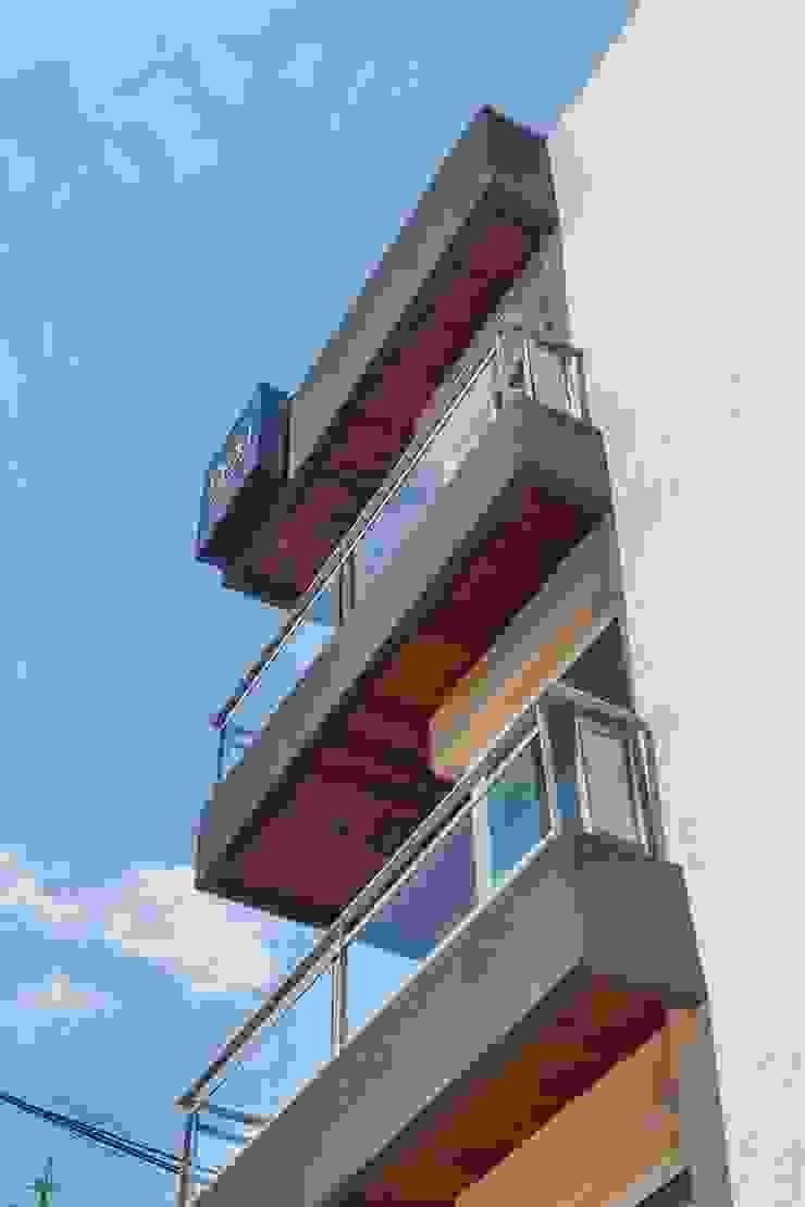 Casas estilo moderno: ideas, arquitectura e imágenes de LLACAY arquitectos Moderno
