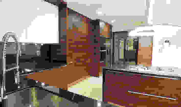 Cucina moderna di acosta arquitecto Moderno