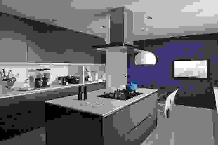 Cobertura Central Park SP Cozinhas modernas por Lovisaro Arquitetura e Design Moderno