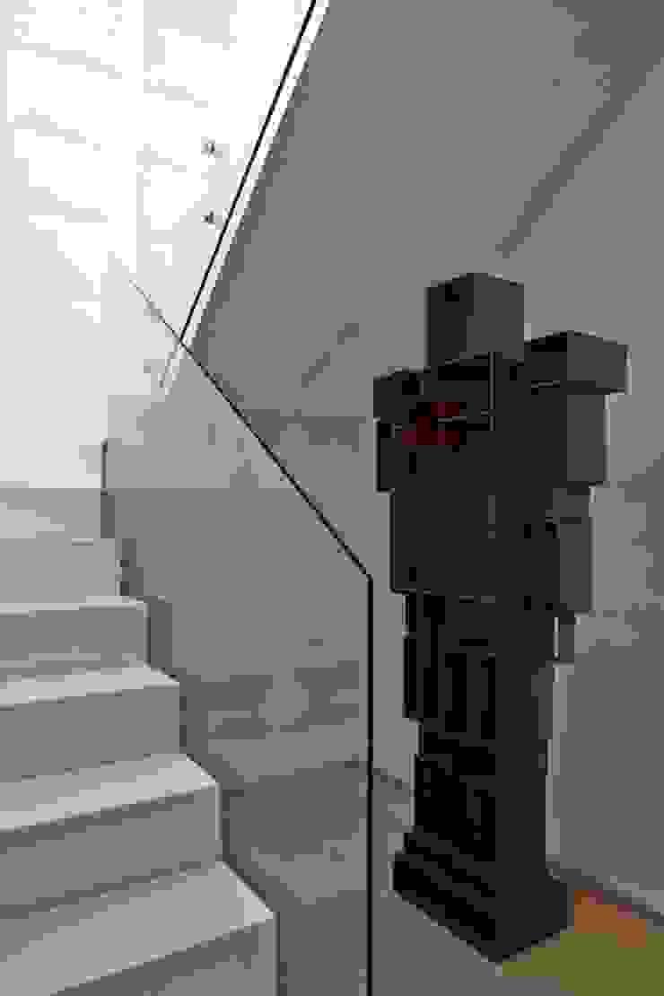 Cobertura Central Park SP Corredores, halls e escadas modernos por Lovisaro Arquitetura e Design Moderno