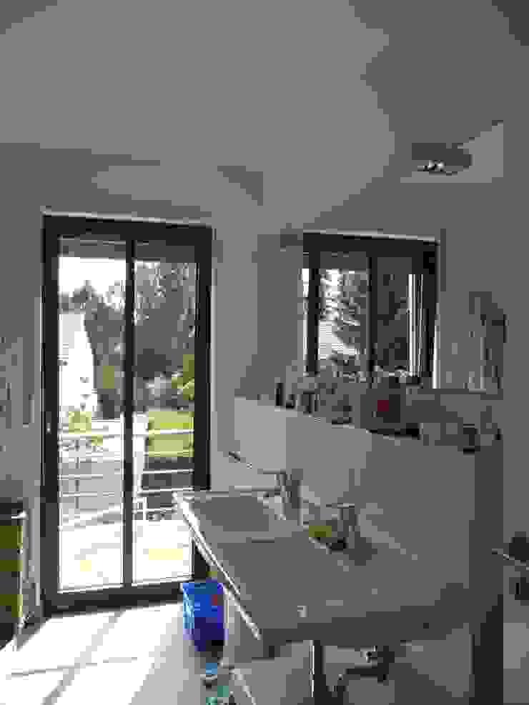 Familienhaus Minimalistische Badezimmer von waldorfplan architekten Minimalistisch