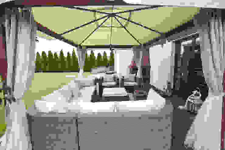 Balcon, Veranda & Terrasse modernes par Chałupko Design Moderne