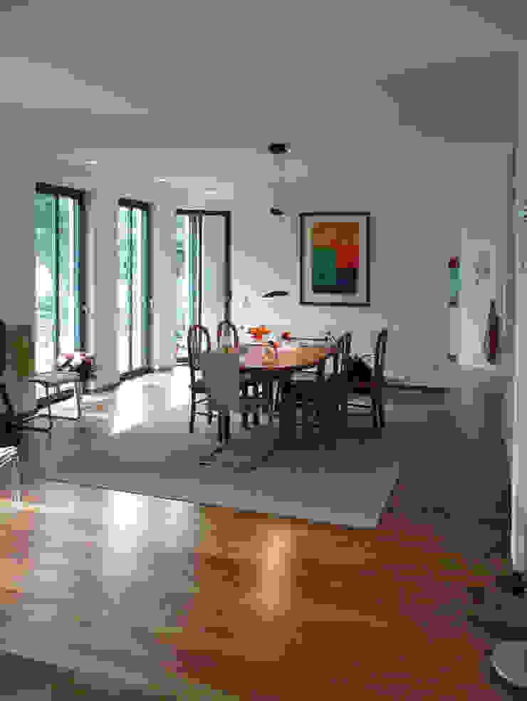 Familienhaus Minimalistische Esszimmer von waldorfplan architekten Minimalistisch
